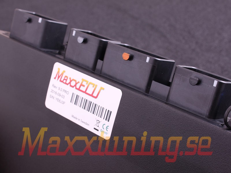 MaxxECU PRO unit with no accessories in box